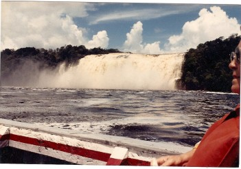 Anatoly awaiting Ludmila in Canaima