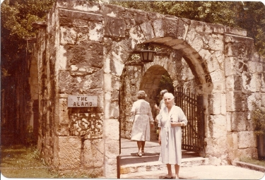 "Mama Palina Vasilivna in the Alamo she did not the story of the Greet Battle between Mexico and U.S.A. and David Groker and other bribe man for ""The Alamo""Alamo."